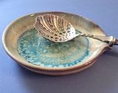 Ceramic spoon rest in Bamboo Tan