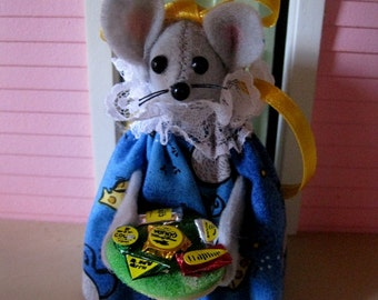 Felt Mouse Holding a Tray of Cheese