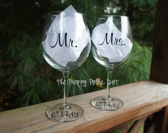 MR & MRS Personalized Red Wine Glass Set