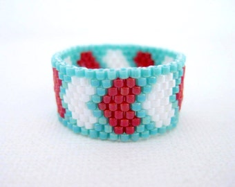 Peyote Ring /  Hearts Ring / Beaded Ring in Turquoise, Red and White   / Seed Bead Ring / Size 10 Ring / Peyote Band / Delica Ring /