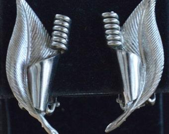 Pretty Vintage Silver tone Leaf Clip Earrings