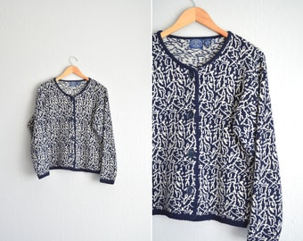 SALE / vintage '80s navy blue & white ABSTRACT pixelated PATTERNED wool knit cardigan. size s m l (osfm).