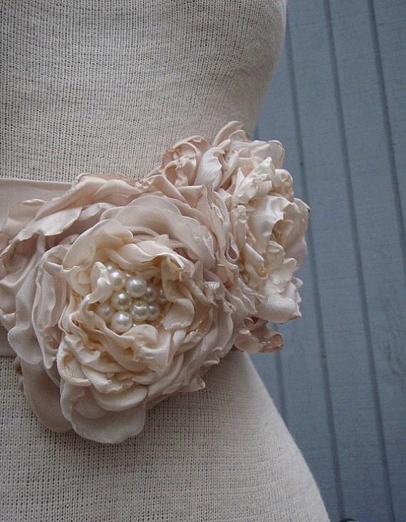 Bridal Sash,  wedding sash, wedding accessories, weding belt, bridal accessories, flower sash, unique flower, wedding dress sash, beaded