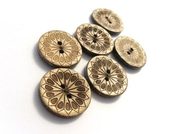 6 sunflower pattern Coconut Shell Buttons 23mm - Natural and Eco Friendly round sewing button  (BC605CC)
