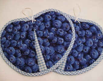 Hot pad  pot holder  set -  pot pincher Blueberries- Heartshaped Quiltsy handmade