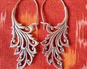 Bali Sterling Silver Earrings / silver 925 / Balinese handmade jewelry / floral design / 2 inches long  ( #142m )