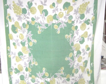 1950s PRINT KITCHEN TABLECLOTH - Green Fruit