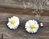 Daisy Earrings, White Resin Flower Studs, Hippie Chic
