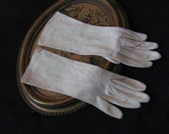 Vintage Off White or Yellow Ladies Nylon Wrist Gloves