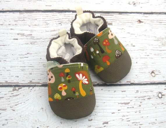 Classic Vegan I Heart Toadstools / Non-Slip Soft Sole Shoes / Made to Order / Babies Toddlers Preschool