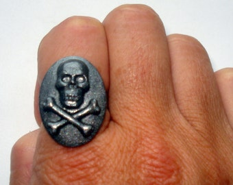 Skull and crossbones cameo ring