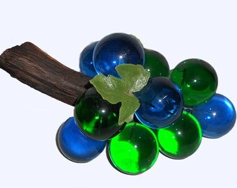 Vintage Mid Century Modern  Hollywood regency  Cluster Bunch  of Blue and Green Lucite Plastic Grapes