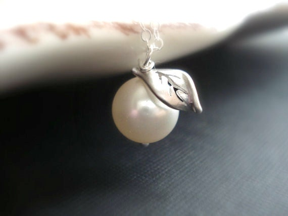 Apple Necklace In Silver. Apple Pendant, Pearl Silver Necklace. Bridesmaid Necklace, Wedding Jewelry, Fruit, New Yorker.