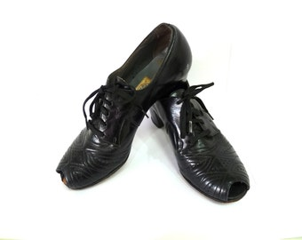 1930s Black Shoes Amazing Women Lace Up Heel by DICKERSON Peep toe Perforated Size 4.5 - 5