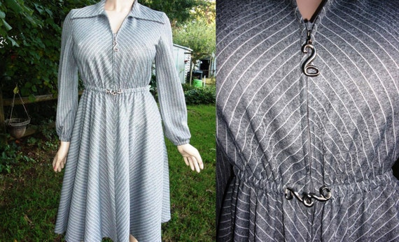 Very Cute 70s Dress - Vintage Dress - Swing Dress in Bias Striped Heather Gray and White Estimated Size 10 Stretchy Dress Gray Dress