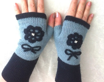 Fingerless  gloves  blue  with embroidery