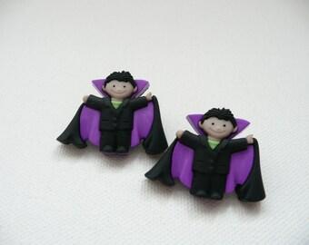 hs-Boy Wearing Vampire Costume Stud Earrings