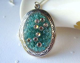 Pisces Locket, Pisces Necklace, Pisces Jewelry, Aquamarine Pisces, Astrological Locket, Aqua Glass Locket, Birthday Gift, March Birthstone