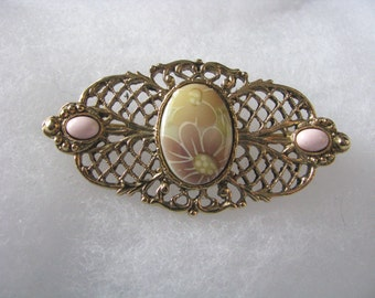 Oval vintage gold tone openwork pin with flower & pin accents