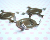 4 - Antiqued silver Closed Back  pronged  turtle settings - RR137