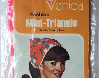 New! 1960s Pink & white flower headscarf