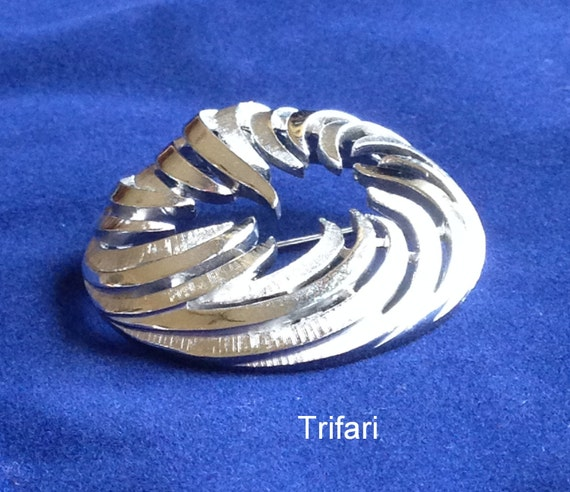 Crown TRIFARI Round Circle Brooch Vintage silver tone textured pin FREE shipping