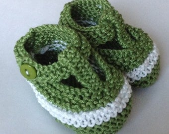 Unisex boy baby t bar shoes - racing kelly green/ white hand knit baby shoes with green buttons -  ready to ship