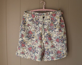 80s Floral High Waisted Shorts / Five Pocket Denim Shorts / Medium Large / Grunge Floral denim / Floral Pants/ Bermuda Shorts