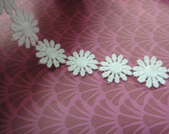 "Simple beautiful 3 yards 1"" width White cotton daisy trim by the yard (32 white  Daisies per yard )"