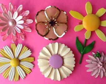 Sunny Flower Brooch Lot – Vintage Mod 1960s