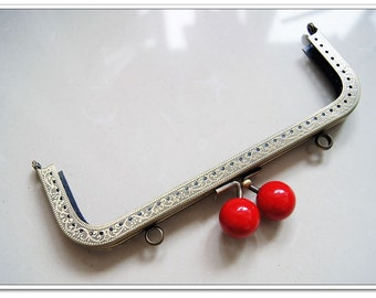 18.5 cm antique bronze purse frame with red beads