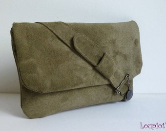 Pouch bag green leather