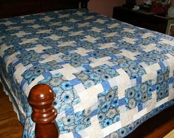 Stepping Stones Pattern Queen Quilt - Blue