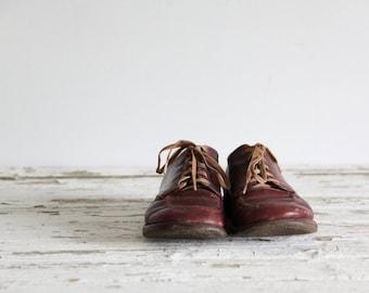vintage child's shoes / boy shoes / brown leather shoes