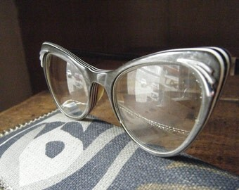 Fabulous pair of Vintage 1950's Bombshell  Cat Eye Glasses American Optical