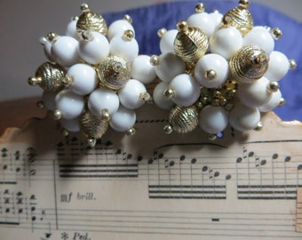 Vintage Big Burst White and Gold Tone Bold Clip on Earrings
