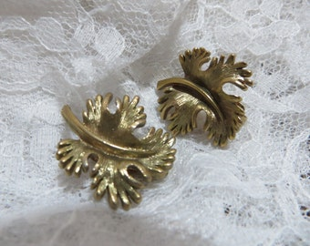 Pretty Leaf Shaped Brushed Gold Vintage Metal Clip on Earrings