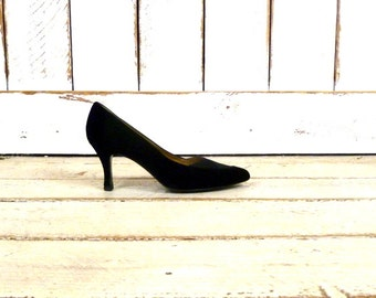 Vintage black velvet/satin Nina high heels/black velvet pumps/pointy black heels