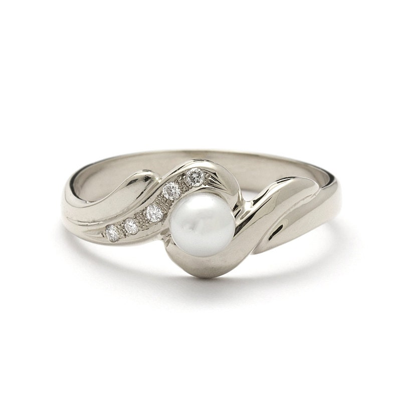 antique style diamonds white gold pearl engagement ring