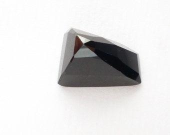 ONYX. Black. Natural. Tavernier Cut. Clean, Bright, and Lovely. Geometric. 1pc. 24.80 cts. 15x21x12.5 mm  (OX259)