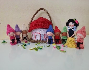 Snow White and the Seven Dwarfs and a Cottage Basket, Crochet Finger Puppets, Soft Toys, Fairy Tale