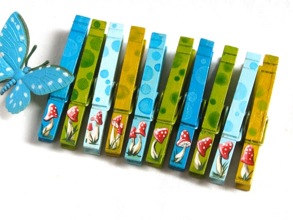10 MUSHROOM CLOTHESPINS hand painted magnetic