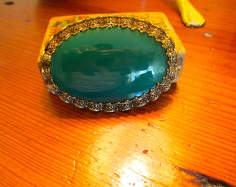 Outstanding 1940's Signed West Germany Large JADE GREEN Art Glass CABOCHON Brooch/Pin in Stunning Filigree Ruffled Gold Plate