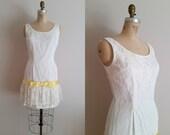 Vintage 1960s Lace Dress / White Lace w/ Yellow Bow / Medium