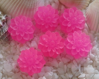 Resin Frosted Flower Mum Cabochons - 15mm - Bright Pink - 18 pcs