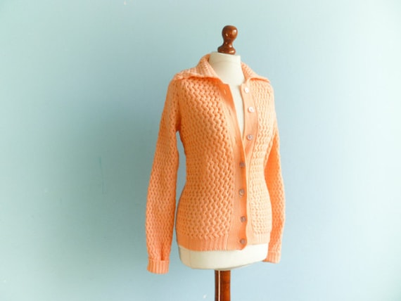 Vinatge chunky cable knit cardigan sweater / salmon peach pastel / buttoned / collared / medium