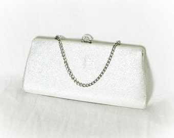 Vintage 50s Metallic Silver Lamé Fabric Clutch Purse Trapezoid Metal Clasp Chain