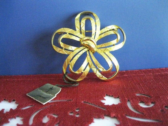 Trifari Goldtone Flower Brooch Vintage