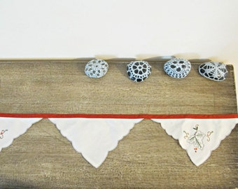 Red Shabby Chic Bunting. Banner Garland Vintage Napkins Upcycled. Rustic Wall Hangings Leaf Autumn. Fall Domum Vindemia Handmade Botanical