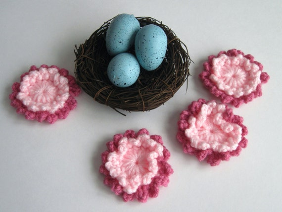 Flower Appliques - Crochet in Baby Pink Rose Mauve - Ringed Center - Loopy Pedals (Set of 4)